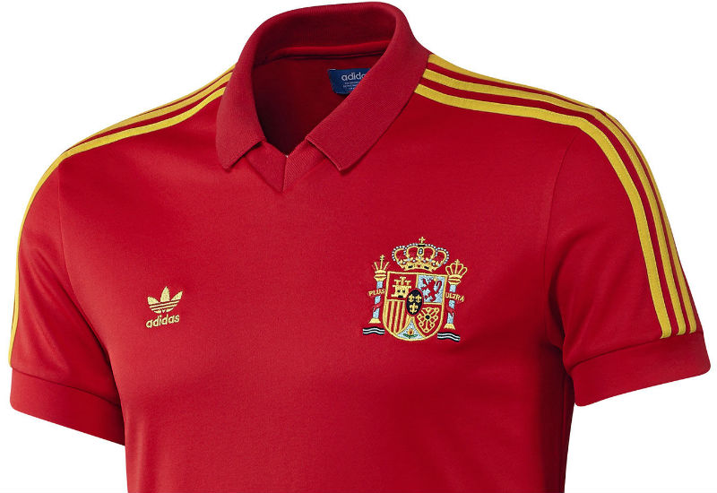 Suit up like a member of la Furia Roja in the Spain Retro Jersey. This men's football shirt revisits a classic era from the team's decorated history. Features a polo-style collar and Spain's signature fiery red.