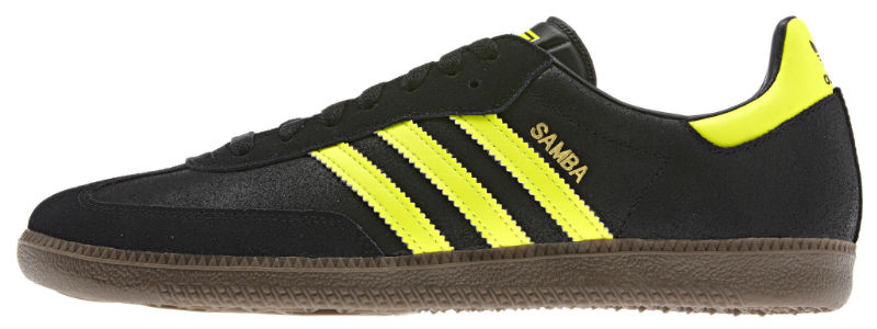 This adidas Originals update of the men's football shoe heats up a vintage design for contemporary wear-anywhere style.
